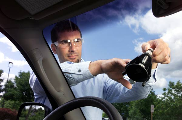 A Standard Guide To Auto Glass Windshield Replacement