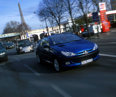 Car, Peugeot 206 CC, Convertible, model year 2000-, blue, open top, driving, City, diagonal from the front, Paris. Image shot 2003. Exact date unknown.