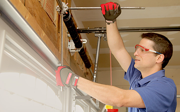 Things You Should Look For While Searching The Best Garage Door Repair Company