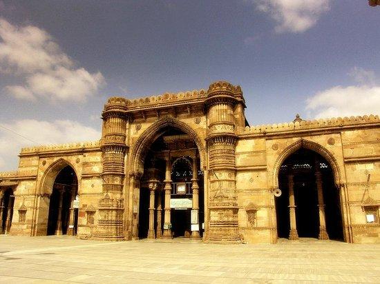 Ahmedabad: Its Evergreen Aura and Delicious Gujarati Thali