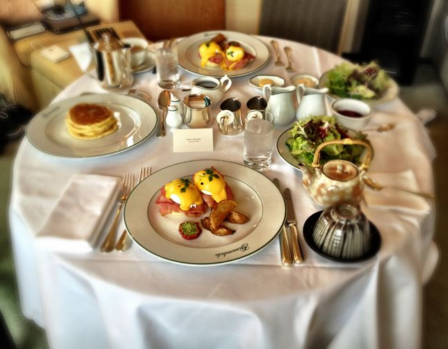 5 Essential Features Of A Hotel Room Service Cart