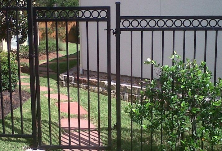 Here's How You Can Maintain The Beauty Of Your House's Iron Fence
