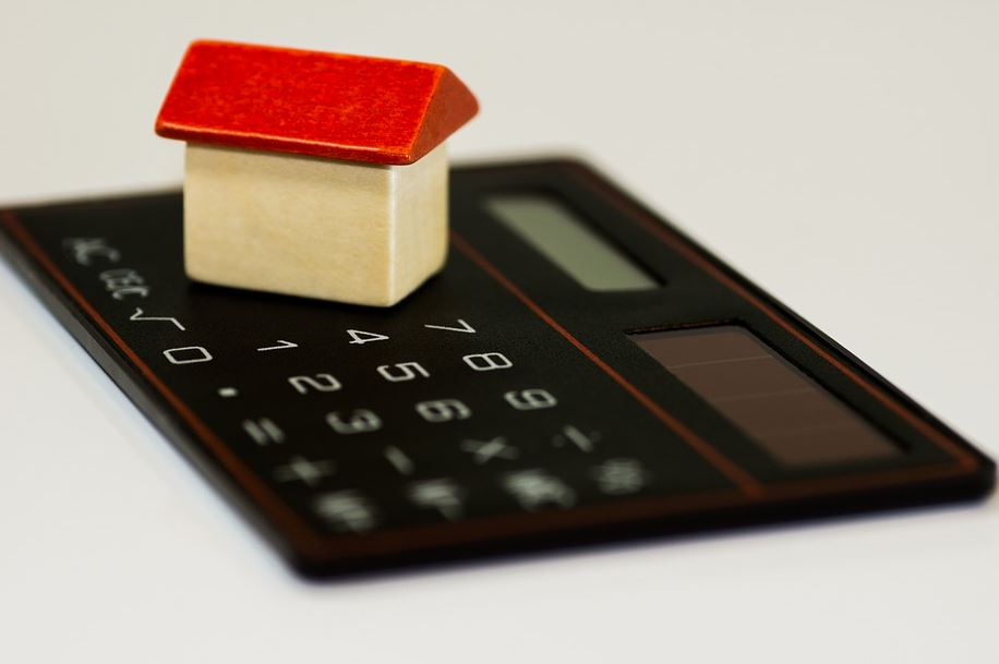 4 Budgeting Tips to Avoid Becoming House Poor